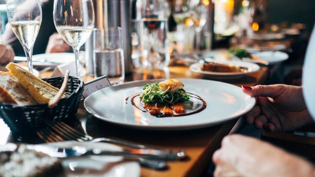 restaurant-691397-1920.jpg
