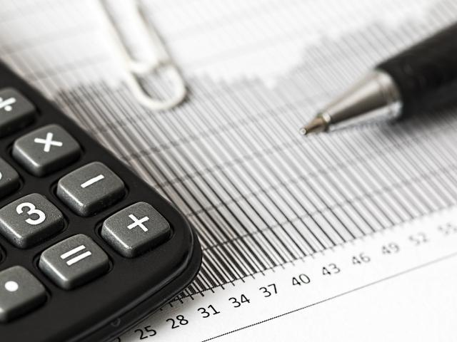 calculator-1680905-1920.jpg